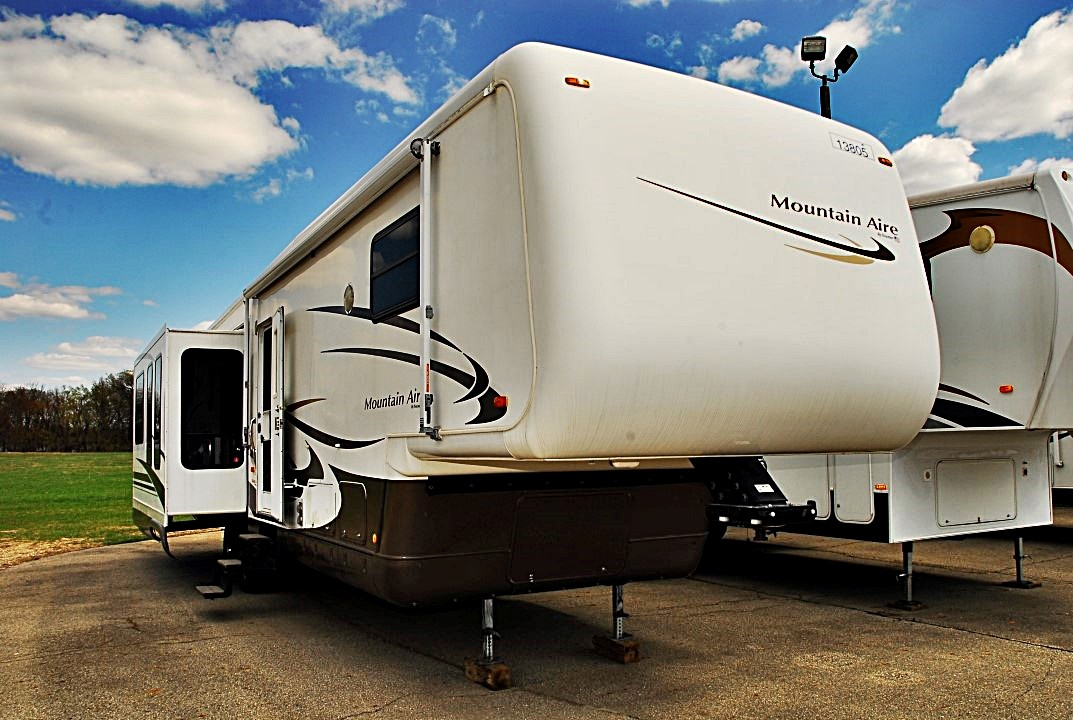 Used fifth wheel trailers for sale by modern rv center for Mountain aire