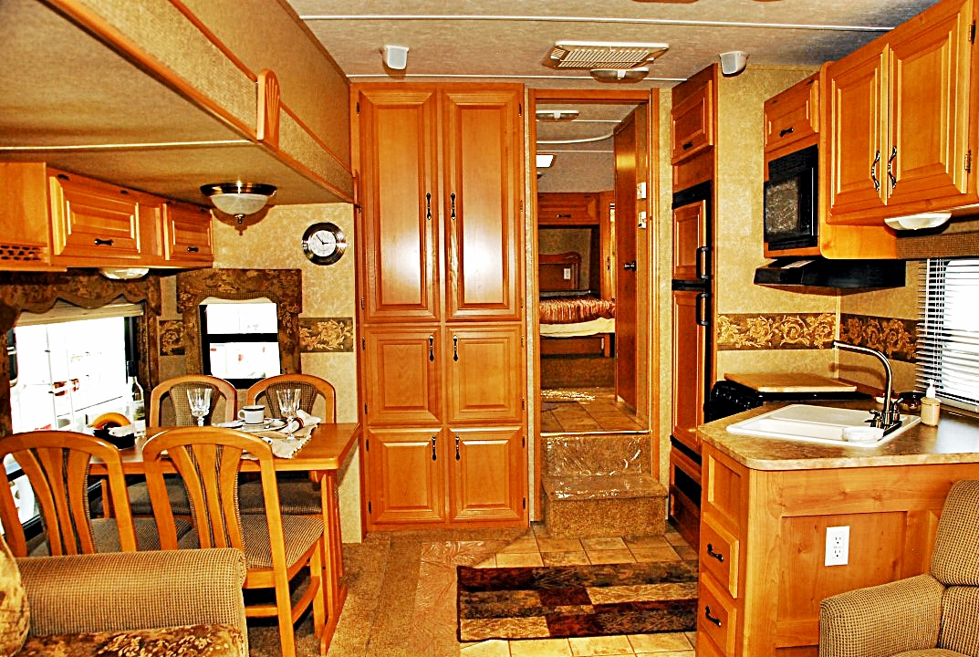 Pre Owned 2008 Keystone Laredo 265rl Fifth Wheel